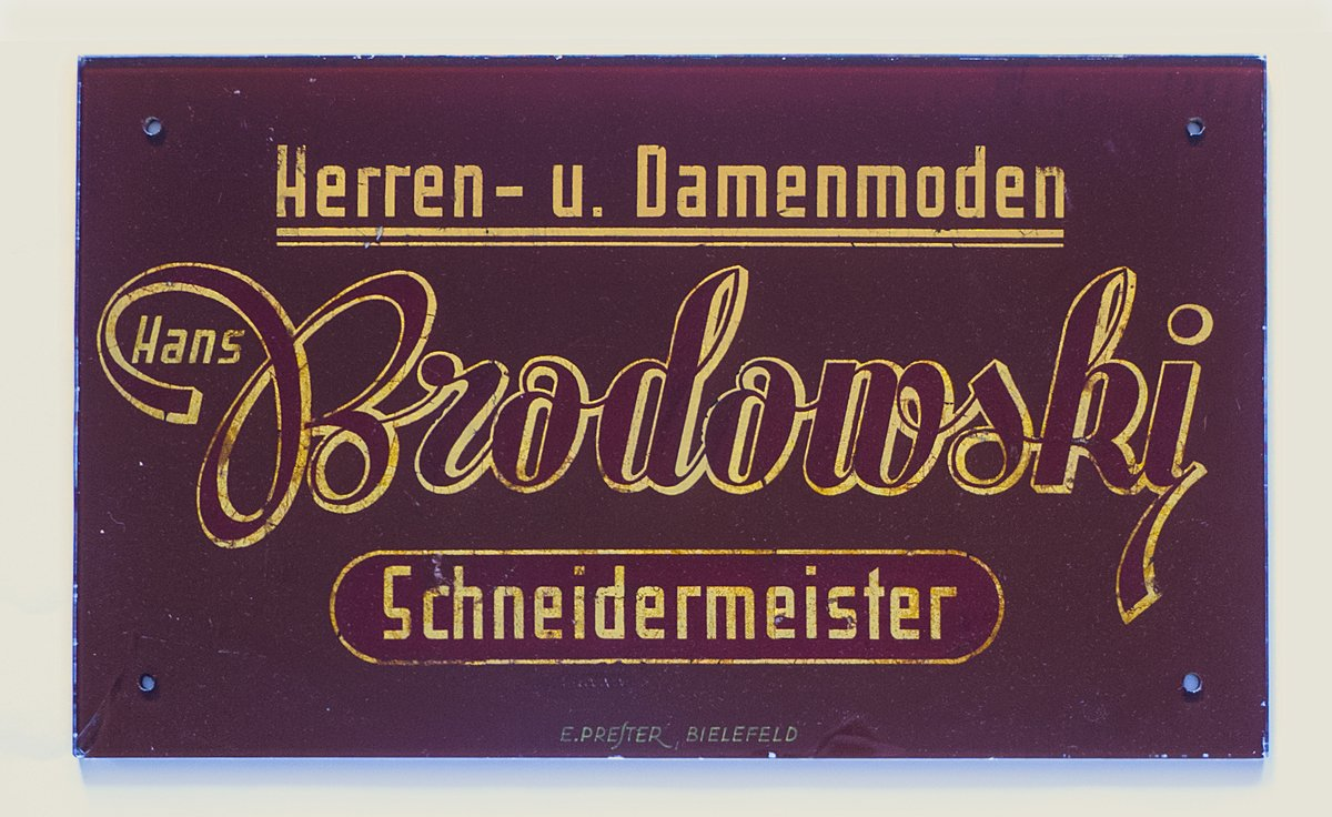 German hand-lettering. Gilded letters behind glass.