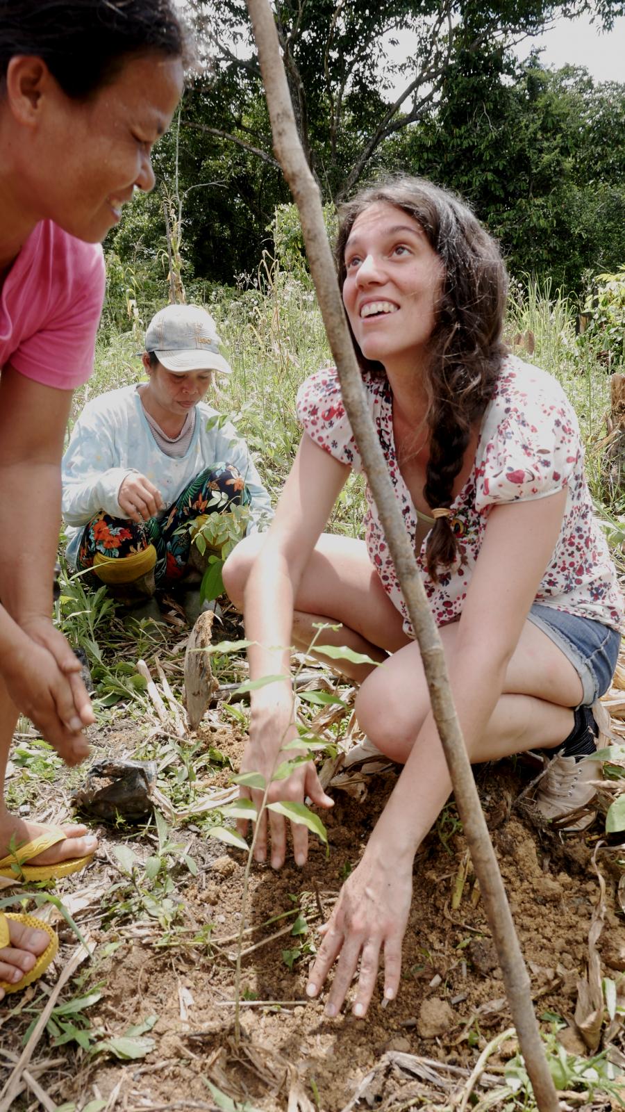 Fátima planting a tree