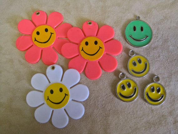 SMILEY FACE Jewelry LOT of 7 Pendant Charm Happy Face Bright Yellow Green Enamel Metal and Huge Flo…